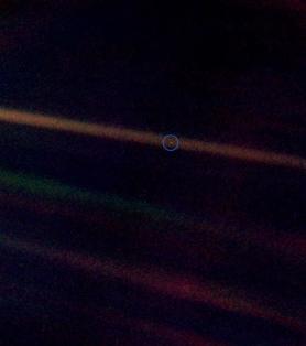 Η Γη από 4 δισεκατομμύρια μίλια μακριά, όταν το διαστημικό σκάφος Voyager 1 στις 6 June 1990