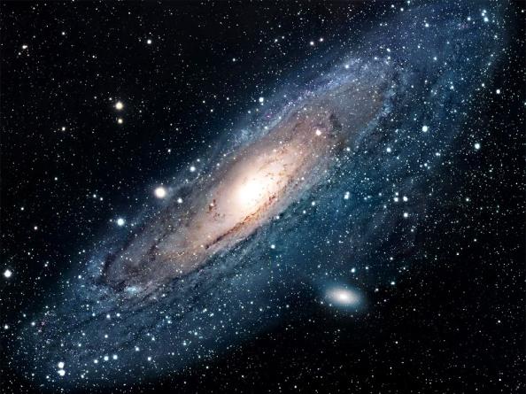 Ο γαλαξίας μας και ο γειτονικός μας γαλαξίας της ανδρομέδας (που βλέπουμε στην εικόνα) είναι και οι δυο μπλε,  γαλαξίες στους οποίους συνεχίζεται η παραγωγή άστρων