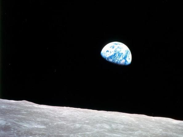Από την αποστολή του Απόλλων 8 προέκυψε και η διάσημη φωτογραφία της «ανατολής» της Γης.