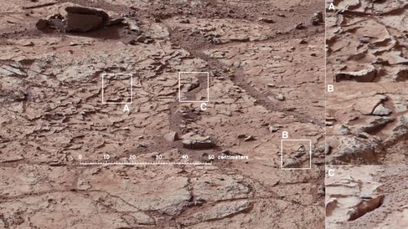 Η τοποθεσία στην οποία το Curiosity θα κάνει γεώτρηση. Επειδή η βραχώδης αυτή περιοχή αυτή είναι γεμάτη από αυλακώσεις μεταξύ των πετρωμάτων πετρώματα, οι επιστήμονες θεωρούν πως κάποτε υπήρχε νερό και ίσως κάποιες μορφές ζωής.