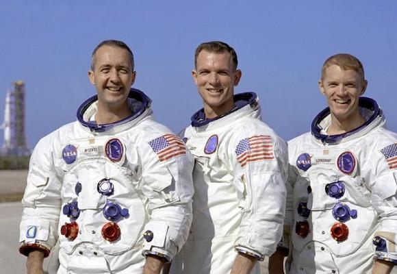 Κυβερνήτης: James McDivitt Πιλότος του διαστημόπλοιου:  David Scott Πιλότος της σεληνακάτου:  Russell Schweickart