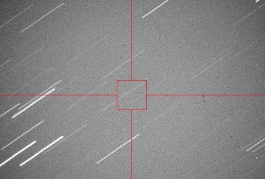 O αστεροειδής 2013 ΕC φαίνεται στην κάτω αριστερή γωνία του κόκκινου πλαισίου