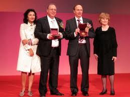 Mε τον Richard Hamilton, δεξιά η Margaret Wright εκπρόσωπος της επιτροπής και αριστερά η γυναίκα του Νικολέτα