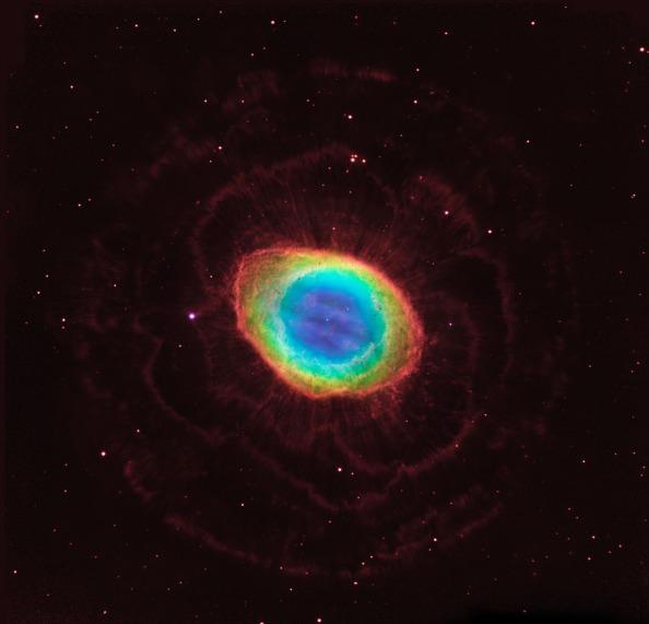 Το Δακτυλιοειδές Νεφέλωμα (Ring Nebula) ή αλλιώς  Messier 57 (Μ57) ή NGC 6720, βρίσκεται στον αστερισμό της Λύρας. Αυτή τη σύνθετη εικόνα δημιουργήθηκε από τις παρατηρήσεις του διαστημικού τηλεσκοπίου Hubble και του επίγειου τηλεσκοπίου της Αριζόνα. http://www.nasa.gov/mission_pages/hubble/science/ring-nebula.html