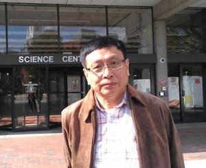 O μαθηματικός Yitang Ζhang του Πανεπιστημίου του New Hampsire φαίνεται να έχει κάνει ένα σημαντικό βήμα όσον αφορά την επίλυση της εικασίας των δίδυμων πρώτων