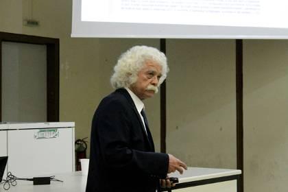 Ο Π. Βαρώτσος μιλάει στο Πανεπιστήμιο Αθηνών