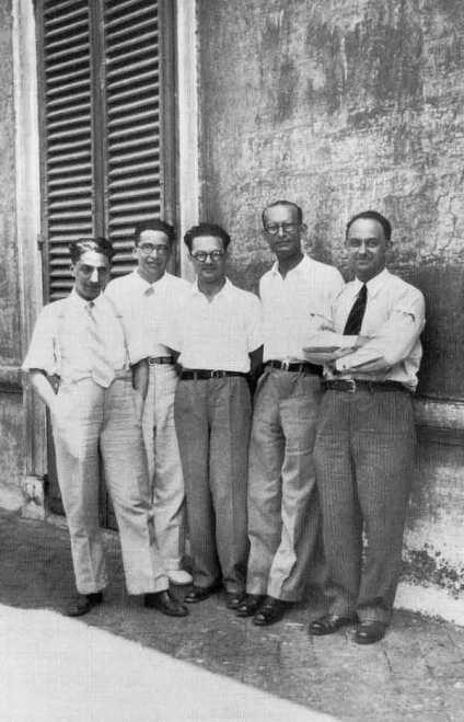 Tα παιδιά της Πανισπέρνα στο προαύλιο του Ινστιτούτου Φυσικής στη Ρώμη το 1934. Aπό αριστερά προς τα δεξιά: D'Agostino, Emilio Segrè, Edoardo Amaldi, Franco Rasetti και Enrico Fermi