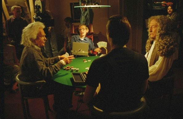 Ο Stephen Hawking παίζει πόκερ με τον Νewton, τον Einstein και τον Data, σε μια σκηνή από ταινία επιστημονικής φαντασίας Star Trek