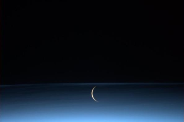 moon_space_station.jpg-large