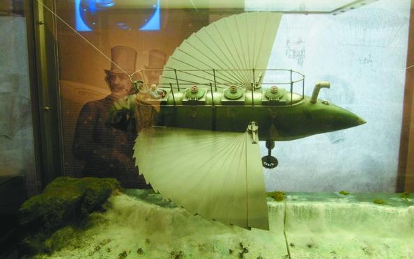 Μοντέλο του αυτοκινήτου αεροπλάνουπλοίου που οδηγείο Ροβήρος στο βιβλίο «Ο κοσμοκράτωρ» (από το Μουσείο Βερν στη Νάντη)