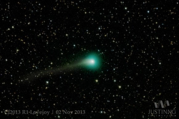 2 Νοεμβρίου 2013: O κομήτης 2013 R1 Lovejoy όπως φαίνεται από τη Σιγκαπούρη (Credit and copyright: Justin Ng.)