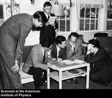 Μια ομάδα φυσικών στο συνέδριο τουShelter Island. Από αριστερά προς τα δεξιά: Willis Lamb, Abraham Pais, John Wheeler, Richard Feynman, Herman Feshbach, and Julian Schwinger