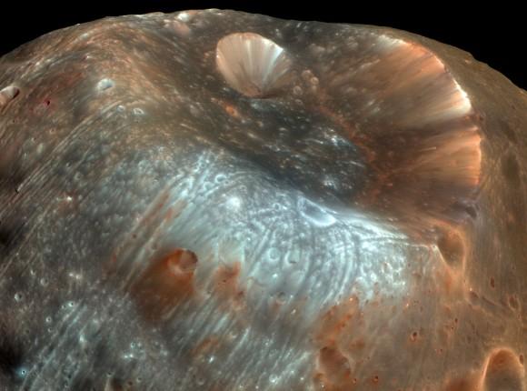 Η παράξενη επιφάνεια του Φόβου (Image: NASA)