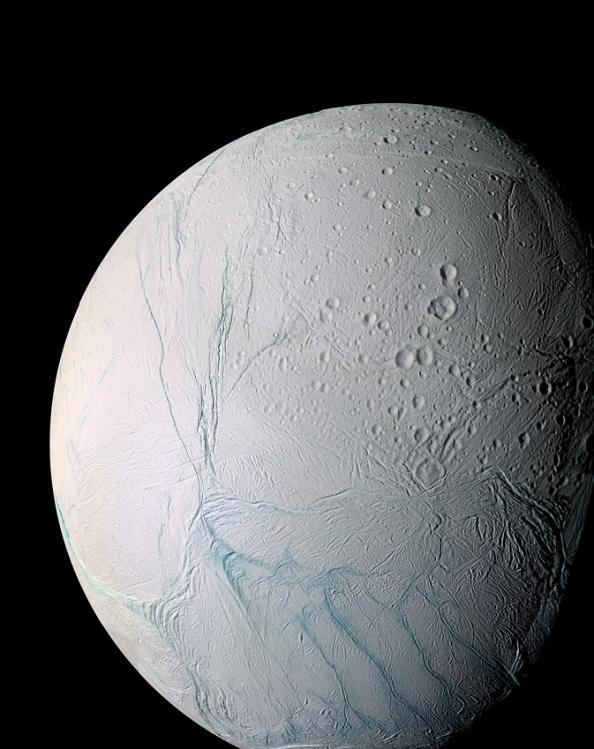 Pωγμές στην επιφάνεια του δορυφόρου του Κρόνου, Εγκέλαδο. (Εικόνες από το διαστημικό σκάφος Cassini κατά τη διάρκεια της πτήσης του κοντά στον Εγκέλαδο στις 9 Μαρτίου και 14 Ιουλίου του 2005)
