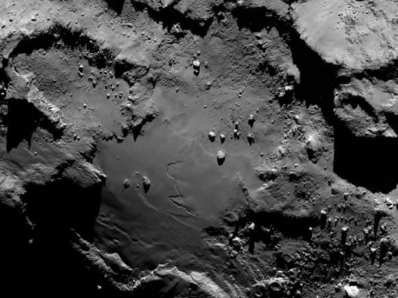 Λεπτομέρεια του κομήτη 67P/Churyumov-Gerasimenko. Credits: ESA/Rosetta/MPS for OSIRIS Team MPS/UPD/LAM/IAA/SSO/INTA/UPM/DASP/IDA