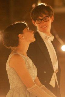 Ο Stephen Hawking και η γυναίκα του  Jane Wilde, σε μια σκηνή της ταινίας http://www.imdb.com/title/tt2980516/