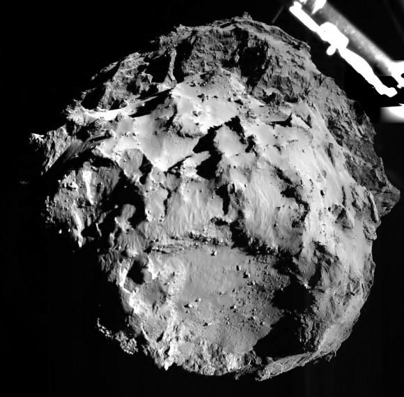 H πρώτη εικόνα του κομήτη 67P/C-G, από απόσταση 1,8 μίλια,  που έστειλε η διαστημοσυσκευή   Philae.  Credit: ESA