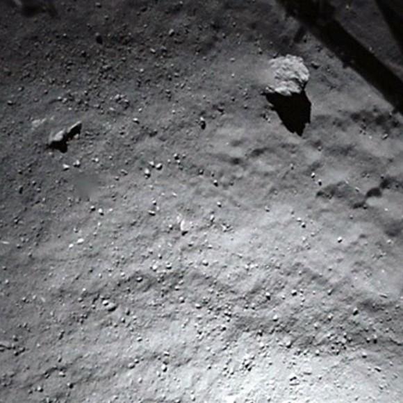Εικόνα από το Philae καθώς πλησιάζει την επιφάνεια του κομήτη. Credit: ESA
