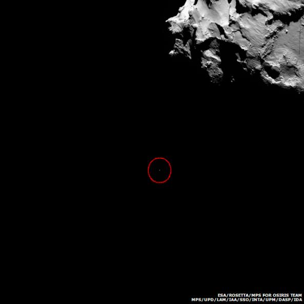 Στη φωτογραφία που λήφθηκε από το μητρικό σκάφος Rosetta φαίνεται η διαστημο-συσκευή Philae κατευθυνόμενη προς τον κομήτη  σαν μια ελάχιστη κουκκίδα