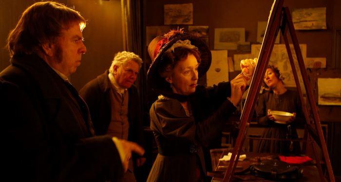 Ο ζωγράφος Turner, ο πατέρας του με την ερευνήτρια Somerville να πραγματοποιεί το πείραμα μαγνήτισης μιας βελόνας από τις ιώδεις ακτίνες του ηλιακού φάσματος