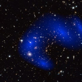 Η σκοτεινή ύλη στο γαλαξιακό σμήνος MACS J0717.5+3745. Credit: Image courtesy of ESA/Hubble Information Centre