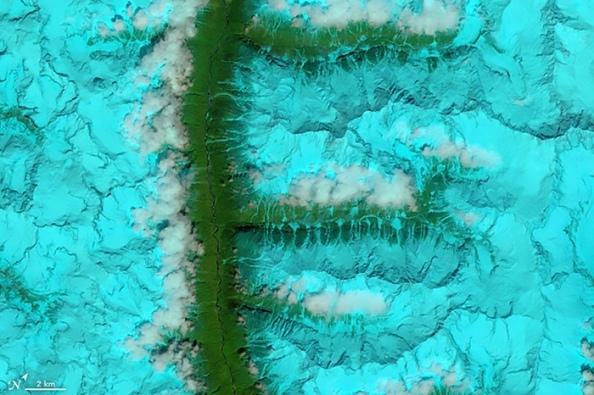 F: κοιλάδες και χιονισμένες οροσειρές στο νοτιο-ανατολικό Θιβέτ