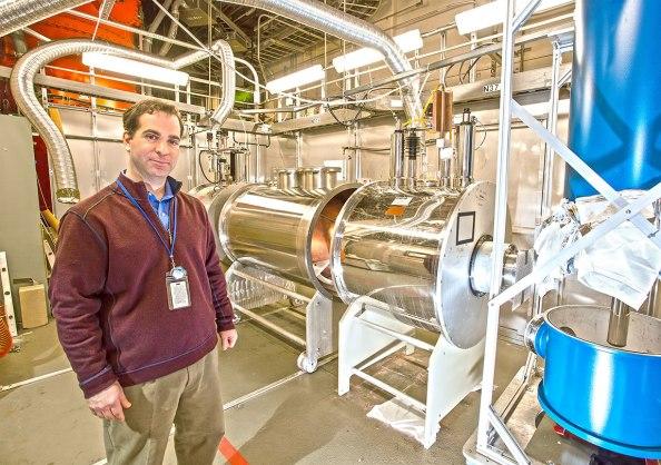 O φυσικός του Princeton Chris Tully είναι ο επικεφαλής του πειράματος PTOLEMY laboratory