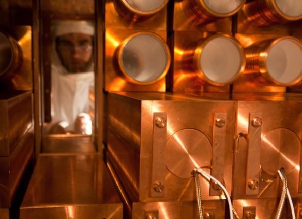 Η ανιχνευτής DAMA χρησιμοποιεί κρυστάλλους ιωδιούχου νατρίου για την ανίχνευση σωματιδίων σκοτεινής ύλης