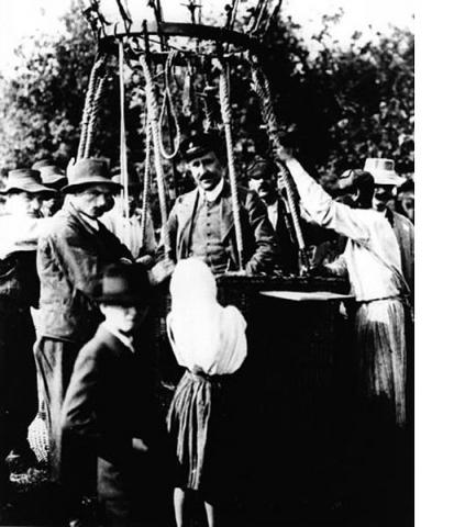 Hess back from his balloon flight on 7 August 1912 (Image: Wikimedia Commons)