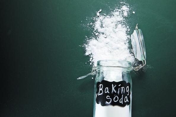 Η μαγειρική σόδα είναι το καλύτερο καθαριστικό για τα λίπη που έχουν απομείνει στα σκεύη μετά το μαγείρεμα. Η χημεία εξηγεί το γιατί