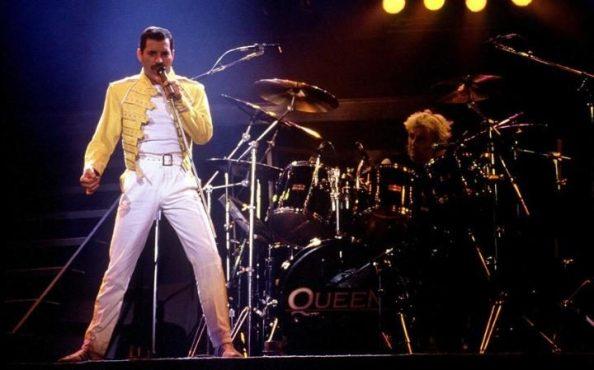 O Freddie Mercury στη σκηνή