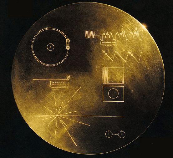 Το εξωτερικό του χρυσού δίσκου