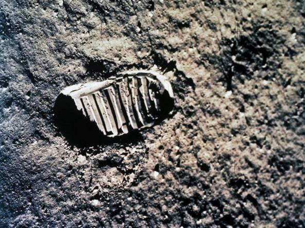 Ένα από τα πρώτα βήματα στη Σελήνη. Πρόκειται για το αποτύπωμα του Buzz Aldrin από την αποστολή Apollo 11 στις 20 Ιουλίου του 1969.