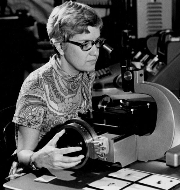 H Vera Rubin την δεκαετία του 1970 ( Photograph: Carnegie Institution/AP)