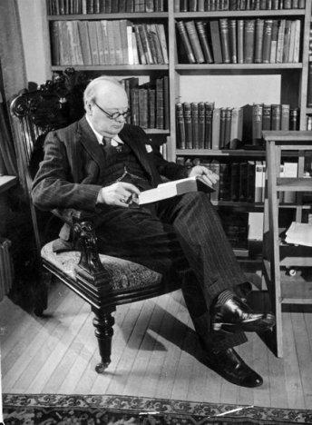 O Winston Churchill, στο σπίτι του, τον Οκτώβριο του 1939