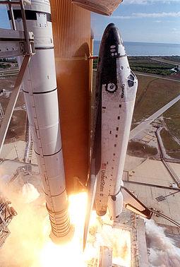 Την 1η Φεβρουαρίου του 2003 το Columbia διαλύθηκε πάνω από το Τέξας και τη Λουιζιάνα των ΗΠΑ κατά τη διάρκεια επανεισόδου του στη γήινη ατμόσφαιρα, με απότέλεσμα το επταμελές πλήρωμά του να βρει ταγικό θάνατο